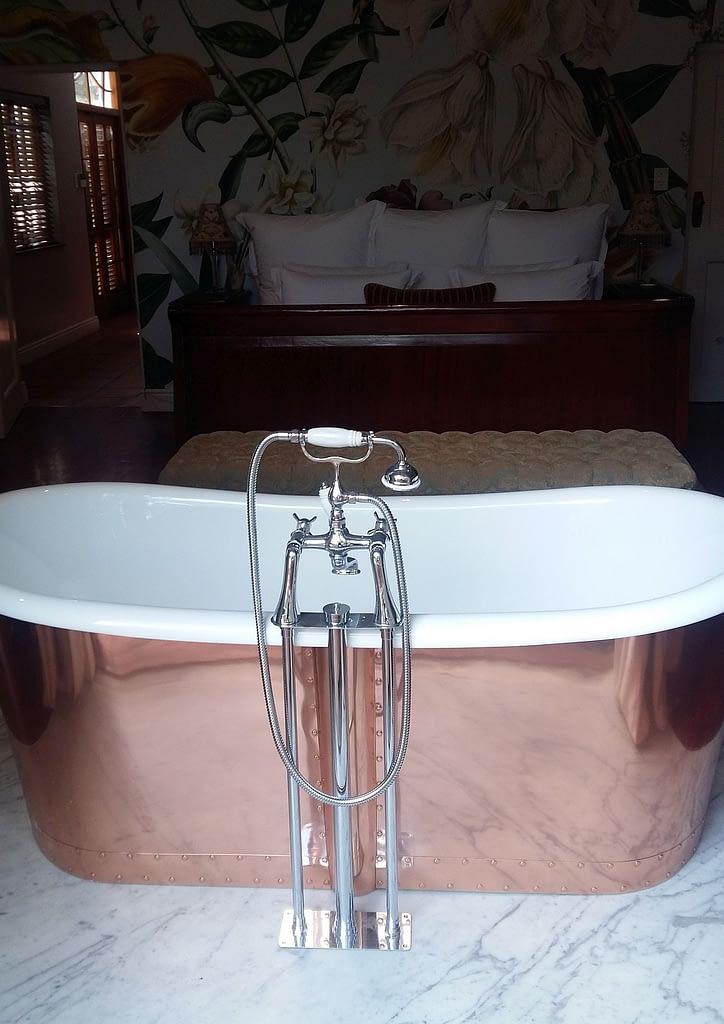 Renovations Cape Town installed Copper bath on granite slab